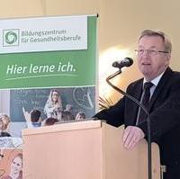 Bild vergrößern:Zum Start der generalisierten Pflegeausbildung beim Bildungszentrum für Gesundheitsberufe am 02. März 2020 sprach der Pflegebevollmächtigte der Bundesregierung Staatssekretär Andreas Westerfellhaus.