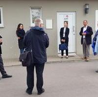 Bild vergrößern:Am 20. Mai besuchte die Staatssekretärin im Ministerium für Inneres und Sport Anne Poggemann (g.r.)  die Landesaufnahmeeinrichtung im Herrenkrug.
