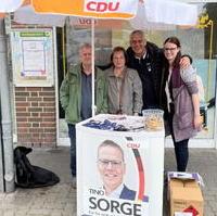 Bild vergrößern:Mitglieder des CDU-Ortsverbandes Diesdorf/Lindenweiler beim Infostand zur Bundestagswahl am 17.09.2021.