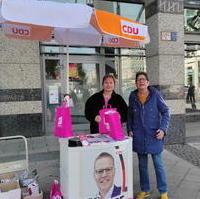 Bild vergrößern:Am 21. September gab es einen Infostand der Frauen Union Magdeburg aus Anlass der Bundestagswahl