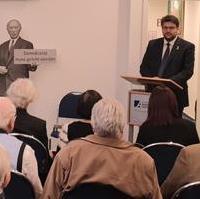 Bild vergrößern:Bei einem Zeitzeugengespräch zum Thema Verfolgung in der DDR der Konrad-Adenauer-Stiftung am 09. März sprach Landtagsabgeordnete Tobias Krull ein Grußwort.