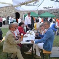 Bild vergrößern:Die Ratsfraktion vor Ort beim Sommerfest des Stadtmarketingvereins