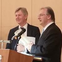 Bild vergrößern:Der Unternehmer Dr. Karl Gerhold (GETEC-Gruppe, re.) erhielt zu seinem 65. Geburtstag herzlichste Glückwünsche des Ministerpräsidenten Dr. Reiner Haseloff.