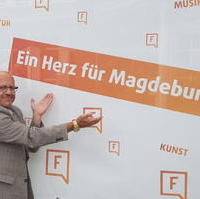 Bild vergrößern:Stadtratsvorsitzender Michael Hoffmann bei der Eröffnung des Freiraumlabors am 12. Juni im Nordabschnitt Breiter Weg.