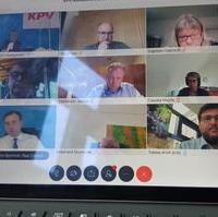 Bild vergrößern:Digitale Sitzung des Bundesvorstandes und Hauptausschusses der Kommunalpolitischen Vereinigung (KPV) am 19. Juni. Mit dabei als KPV-Landesvorsitzender Tobias Krull MdL (unten, rechts).