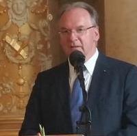 Bild vergrößern:Ministerpräsident Dr. Reiner Haseloff MdL bei einer Rede in der Magdeburger Staatskanzlei am 23. Juni diesen Jahres