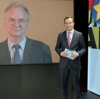 Bild vergrößern:Das CDU-Präsidiumsmitglied Dr. Reiner Haseloff MdL wird vom CDU-Generalsekretär Paul Ziemiak MdB bei der Digitalen Kampagnenkonferenz der CDU am 05. Juli begrüßt.
