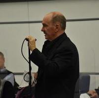 Bild vergrößern:Stellvertretender Fraktionsvorsitzender Frank Schuster bei seinem Wortbeitrag zur Energetische Sanierung Editha – Gymnasium.