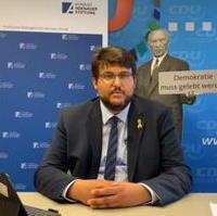 Bild vergrößern:Der Landtagsabgeordnete und CDU-Kreisvorsitzende Tobias Krull stellt am 01. September bei einem Online-Format mit der Konrad-Adenauer-Stiftung den Landtag und seine Arbeit dort vor.