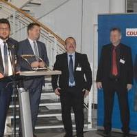 Bild vergrößern:CDU-Kreisvorsitzender Tobias Krull MdL (g.l.) begrüßt die Anwesenden beim gemeinsame Neujahrsempfang von MIT MD und CDU Magdeburg am 22.01.2019