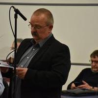 Bild vergrößern:Fraktionsvorsitzender Wigbert Schwenke spricht zum Magdeburger Schülerticket.