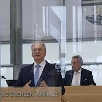 Bild vergrößern:Ministerpräsident Dr. Reiner Haseloff bei seiner ersten Rede im Landtag nach seiner Wiederwahl am 16. September 2021.