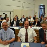 Bild vergrößern:Die Ratsfraktion im Sitzungssaal