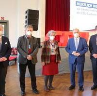 Bild vergrößern:Ministerpräsident Dr. Reiner Haseloff (2.v.r.) mit den Magdeburger Wahlkreiskandidaten für die Landtagswahl 2021 am Rande der Landesvertreterversammlung.