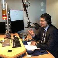 Bild vergrößern:Der CDU-Kreisvorsitzende Tobias Krull MdL beim Radiointerview im MDR-Funkhaus am 06.02.2019.