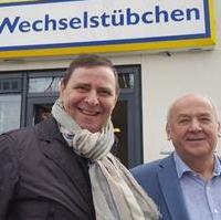 Bild vergrößern:Bei der Eröffnung des Sozialprojektes Wechselstübchen am 11. März Stadtrat Bernd Heynemann und Rolf Kunsch (IMA Institut für Marktwirtschaft gemeinnützige GmbH) (v.l.n.r.)