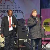 Bild vergrößern:Landtagspräsident Dieter Steinecke MdL (re.) bei der Eröffnung der 8. Meile der Demokratie.