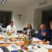 Bild vergrößern:MMKT-Geschäftsführerin Sandra Yvonne Stieger (Mitte) stellte der Fraktion CDU/FDP/Bund für Magdeburg unter anderem das Projekt http://www.magdeburg-laechelt.de vor.