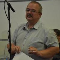 Bild vergrößern:Fraktionsvorsitzender Wigbert Schwenke bei seinem Redebeitrag zur Drucksache DS0329/21
