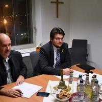 Bild vergrößern:Der stellvertretende Fraktionsvorsitzende Frank Schuster und Fraktionsgeschäftsführer Tobias Krull während der ersten Sitzung der Fraktion CDU/Bund für Magdeburg im Jahr 2014 (v.l.n.r.)