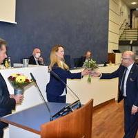 Bild vergrößern:Stadtratsvorsitzender Michael Hoffmann und Oberbürgermeister Dr. Lutz Trümper gratulieren Sandra Stieger zur neuen Beigeordneten Wirtschaft, Tourismus und regionale Zusammenarbeit.