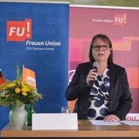 Bild vergrößern:Die Landesvorsitzende der Frauen Union Sachsen-Anhalt Sabine Wölfer spricht beim Landesdelegiertentag dieser Vereinigung in Magdeburg am 24. Juni.