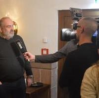Bild vergrößern:Das CDU-Mitglied Andreas Schoensee stellte sich am Rande einer Ortsverbandssitzung am 26. Februar den Fragen eines TV-Teams.