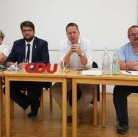 Bild vergrößern:Das Podium bei der Kreisvorstandssitzung der CDU Magdeburg am 14. September 2021.