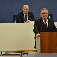 Bild vergrößern:Bürgermeister/Finanzbeigeordneter Klaus Zimmermann bei seinem Redebeitrag zur Novellierung der Fachförderrichtlinie KULTUR.
