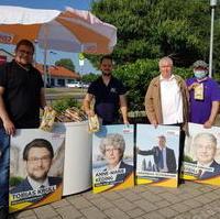 Bild vergrößern:Am 03. Juli dankten Mitglieder des CDU-Ortsverbandes Olvenstedt den Menschen für das bei der Landtagswahl ausgesprochene Vertrauen.