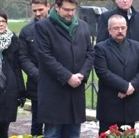 Bild vergrößern:Traditionell legten auch Vertreter der CDU Magdeburg einen Kranz für die Opfer der Bomberangriffe auf dem Magdeburger Westfriedhof nieder.