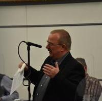 Bild vergrößern:Fraktionsvorsitzender Wigbert Schwenke bringt den Antrag Elektronische Abstimmungen in den Stadtrat ein.