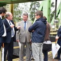 Bild vergrößern:Verkehrsminister Thomas Webel übergab einen Fördermittelbescheid von 126.000 EURO an die Stadt Magdeburg.