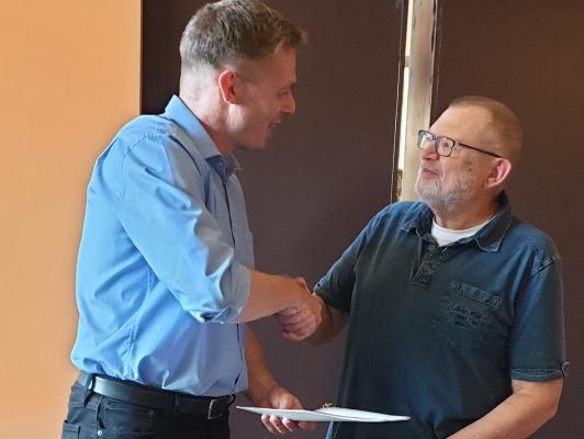 Im Namen der CDU Magdeburg gratulierte der Ortsverbandsvorsitzende Stefan Hörold am 10. Juli 2019 Reinhard Gurcke zu vier Jahrzehnten CDU-Mitgliedschaft (v.l.n.r.)