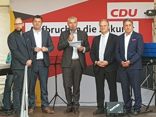 Eröffnung des Sommerfestes des Europaabgeordneten Sven Schulze (2.v.l.) und der CDU Sachsen-Anhalt durch den CDU-Landesvorsitzenden Holger Stahlknecht MdL (mitte).