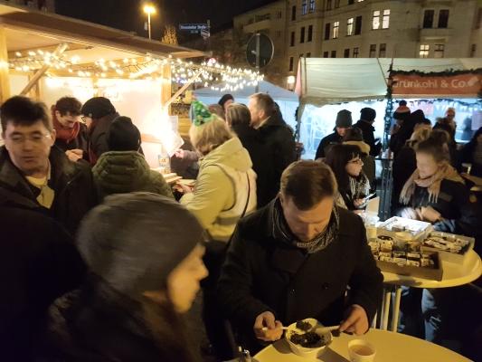 Immer gut besucht, der Stand des CDU-Ortsverbandes Mitte beim 16. Stadtfelder Weihnachtsspektakel am 13. Dezember 2019. Es wurden Spenden für den Verein schwerstkranker Kinder und ihrer Eltern gesammelt.