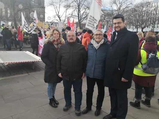 Am Rande der Demonstration von AMEOS-Beschäftigen für einen Tarifvertrag am 05.02. in Magdeburg Annika Wünsche (CDA-Bundesvorstand), Wigbert Schwenke (CDA-Landesvorsitzende), Elke Hannack (stellv. Bundesvorsitzende DGB und CDA), sowie Tobias Krull MdL (v.l.n.r.).