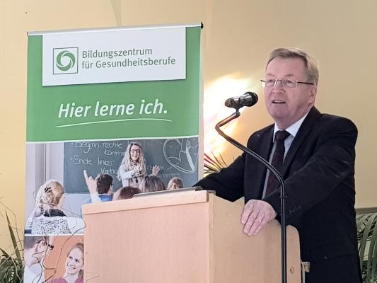 Zum Start der generalisierten Pflegeausbildung beim Bildungszentrum für Gesundheitsberufe am 02. März 2020 sprach der Pflegebevollmächtigte der Bundesregierung Staatssekretär Andreas Westerfellhaus.