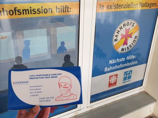 Spende von Mund-Nasen-Schutz Masken an die Magdeburger Bahnhofsmission