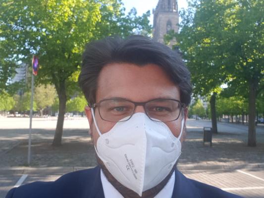 Auch für den CDU-Kreisvorsitzenden Tobias Krull MdL gehört das Tragen eines Mund-Nasen-Schutzes inzwischen zum Alltag.