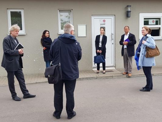 Am 20. Mai besuchte die Staatssekretärin im Ministerium für Inneres und Sport Anne Poggemann (g.r.)  die Landesaufnahmeeinrichtung im Herrenkrug.