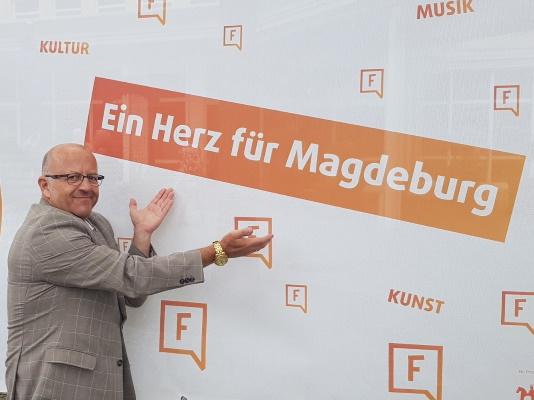 Stadtratsvorsitzender Michael Hoffmann bei der Eröffnung des Freiraumlabors am 12. Juni im Nordabschnitt Breiter Weg.