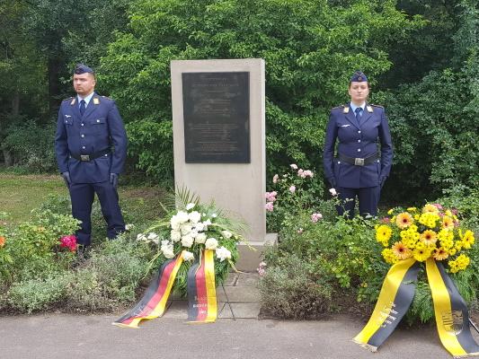 Am 20. Juli wurde an der Gedenkstelle für den gebürtigen Magdeburger Henning von Tresckow an den 76sten Jahrestag des gescheiterten militärischen Widerstandes vom 20. Juli 1944 erinnert, er gehörte zu seinen führenden Köpfen.