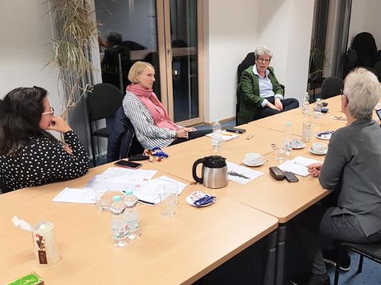 Annemarie Keding (2.v.r.) spricht bei der Sitzung der Frauen Union am 28. Oktober zu ihren Plänen zur Landtagswahl.