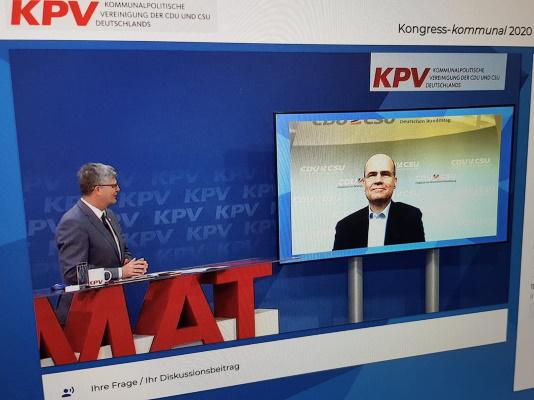 Beim Kongress-kommunal 2020 spricht am 07.11. der Bundesvorsitzende der Kommunalpolitischen Vereinigung Christian Haase MdB mit dem Vorsitzenden der CDU/CSU-Bundestagsfraktion Ralph Brinkhaus MdB (v.l.n.r.).