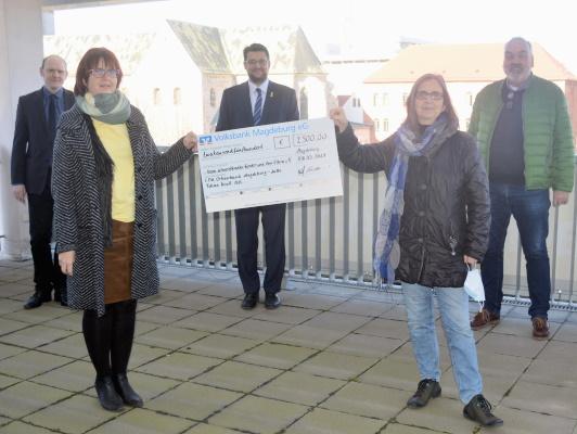Spendenübergabe durch den Vertreter des CDU-Ortsverbands Mitte an die Vertreterinnen des Vereins schwerstkranker Kinder und ihrer Eltern e.V.