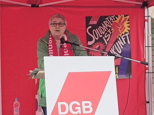 Die stellv. DGB-Bundesvorsitzende Elke Hannack bei ihrer Rede auf dem Alten Markt am 01. Mai.